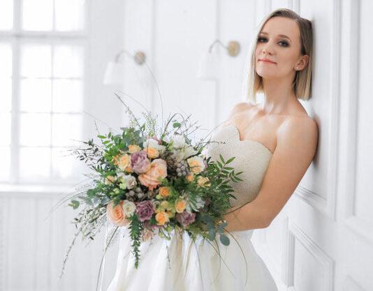 Jak wybrać kolor sukni ślubnej